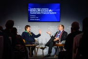 Kristalina Georgieva,directrice du Fond monétaire international endébat avecLaurence Fink, PDG de BlackRock, à Davos, le 23 janvier.