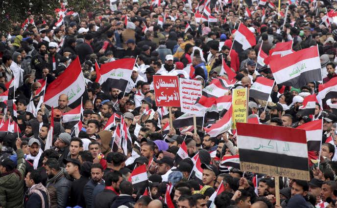 Les partisans du clerc chiite Moqtada al-Sadr se réunissent à Bagdad, en Irak, vendredi24janvier2020.