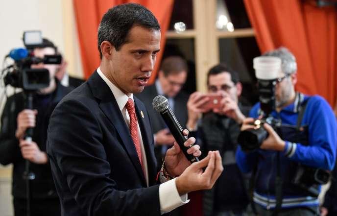 Juan Guaido s'adresse à la communauté vénézuélienne à Paris, le 24 janvier.