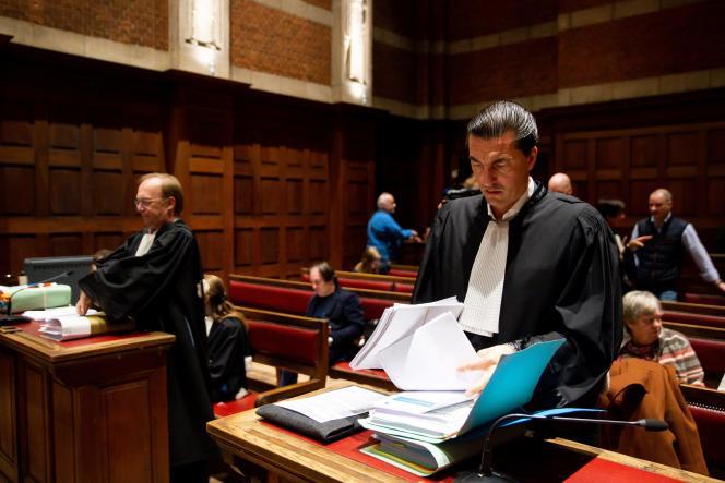 Les avocats Jan Leysen et Kris Luyckx au tribunal de Termonde (Belgique), le 24 janvier 2020.