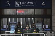 Wuhan, province de Hubei (Chine). La gare de Hankou est fermée et gardée par la police le 23 Janvier.