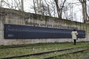 Plaque commémorative, à Bobigny, d'où des convois de juifs sont partis dès 1943, vers le camp d'Auschwitz, en janvier 2015.