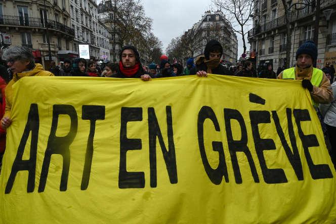 Lors d'une manifestation contre la réforme des retraites, le 12 décembre à Paris.
