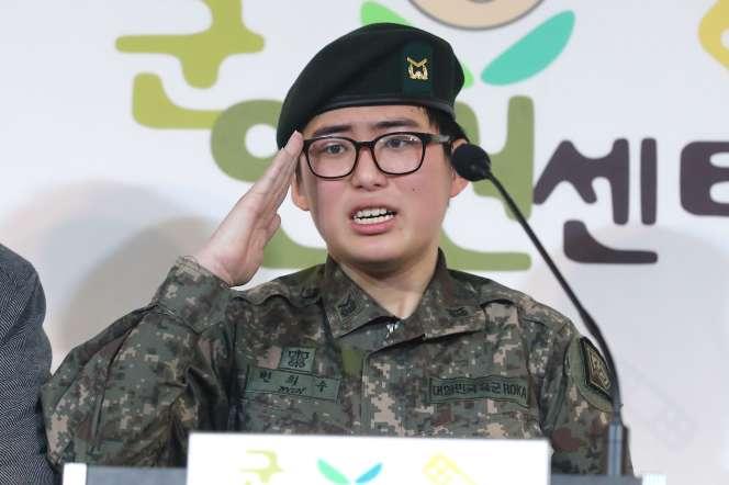 La sergente Byun Hee-soo exprime son désir de rester dans l'armée lors d'une conférence de presse à Séoul, le 22 janvier 2020.