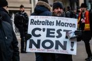 Un manifestant opposé à la réforme des retraites, à Paris, le 24 janvier 2020.