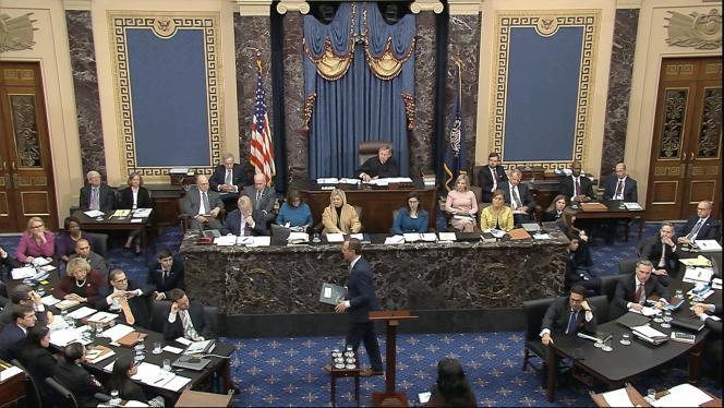Le représentant Adam Schiff (au centre), vendredi 24 janvier, au Sénat, à Washington.