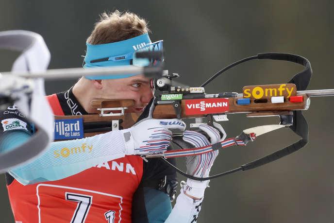 Emilien Jacquelin lors du relais mixte simple à Pokljuka (Slovénie), le 25janvier.