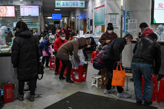 Des patients en attente de soins à Wuhan, le 25 janvier.