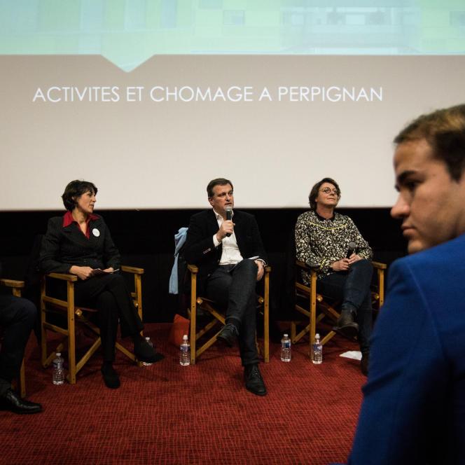 Premier débat entre sept des huit candidats aux élections municipales, à Perpignan, le 23 janvier.
