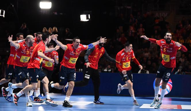 Les handballeurs espagnols après leur victoire contre la Croatie, le 26 janvier 2020.
