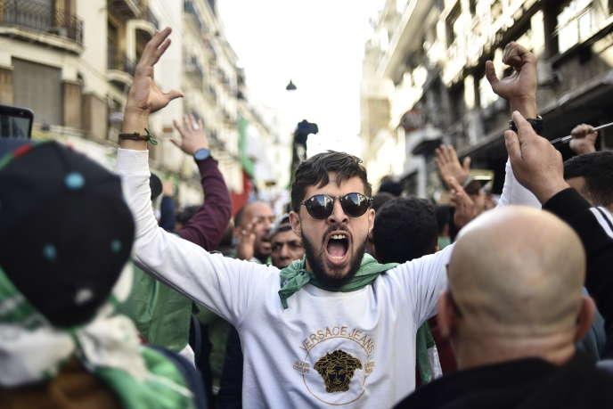 Manifestation antigouvernementale à Alger, le 24janvier 2020.