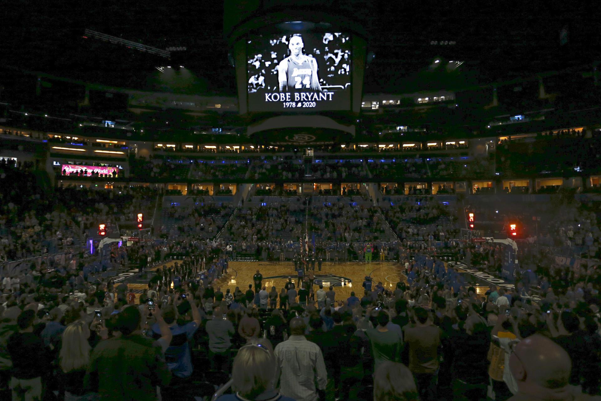 Une minute de silence a été marquée avant le match opposant le Magic d'Orlando aux LAClippers, à Orlando (Floride).
