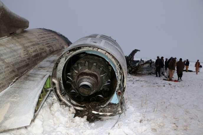 Sur le site du crash à l'est de Ghazni, en Afghanistan, le 27 janvier.