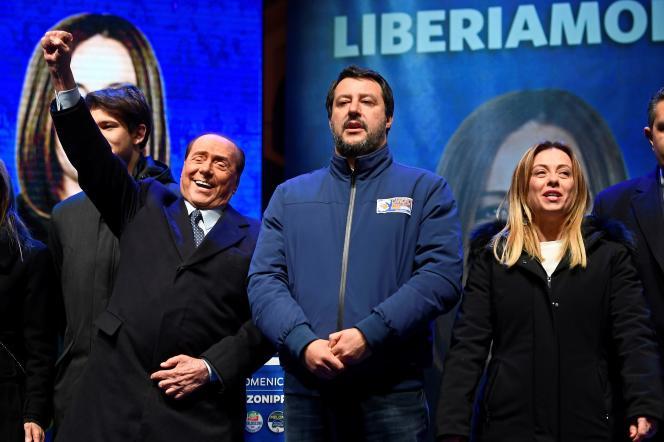 Silvio Berlusconi, Matteo Salvini et Giorgia Meloni en campagne deux jours avant l'élection régionale en Emilie-Romagne, à Ravenne, le 24 janvier.