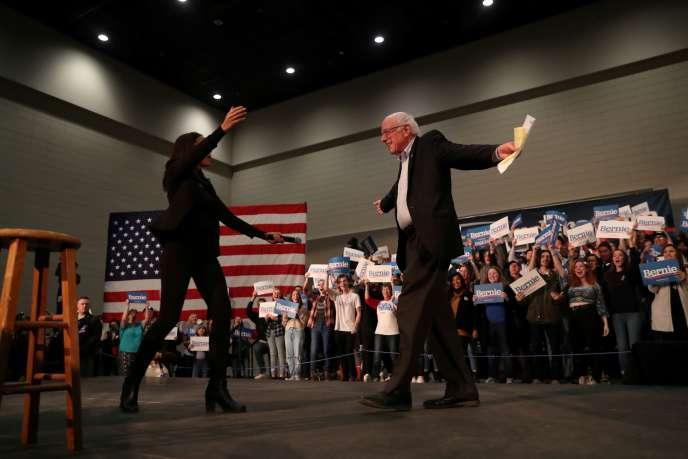 Alexandria Ocasio-Cortez et Bernie Sanders, dans l'Iowa, le 26janvier.