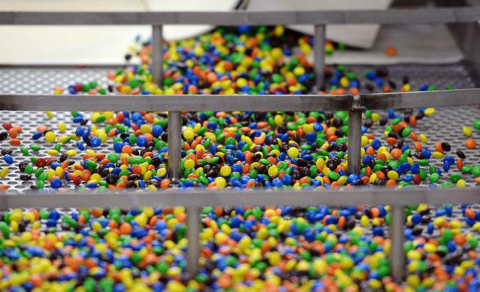 L'usine du groupe Mars, à Haguenau en Alsace, le 19 juin 2014. Les travaux de réaménagement des lignes de production des bonbons M & M's sont encore en cours.