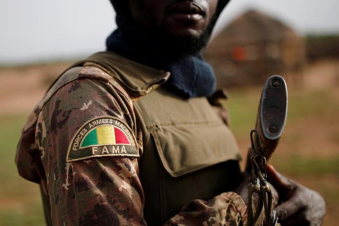 Un soldat de l'armée malienne à Ndaki, dans l'est du pays, en juillet 2019.