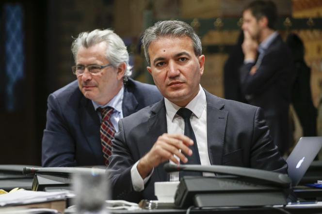 Le député et maire de la commune de Saint-Josse, Emir Kir (à droite), à Bruxelles le 18 novembre 2015.