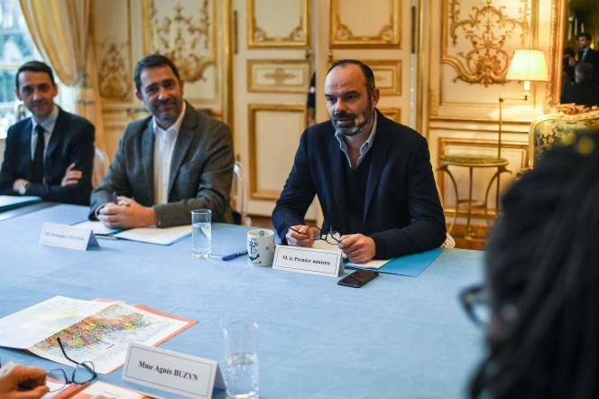 Edouard Philippe, en réunion avec certains ministres pour prendre des mesures face au coronavirus, le 26 janvier à Paris.