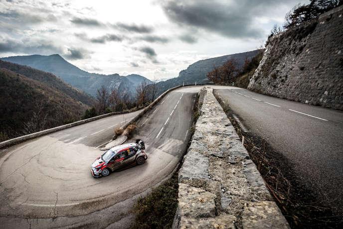 Le Français Sébastien Ogier à bord d'une Toyota Yaris, lors du rallye de Monte-Carlo à Monaco, le 26 janvier.