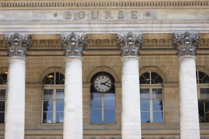 A la Bourse de paris, les petites valeurs affichent une capitalisation boursière inférieure à 1 milliard d'euros et les valeurs phares dépassent le cap des 10milliards d'euros.