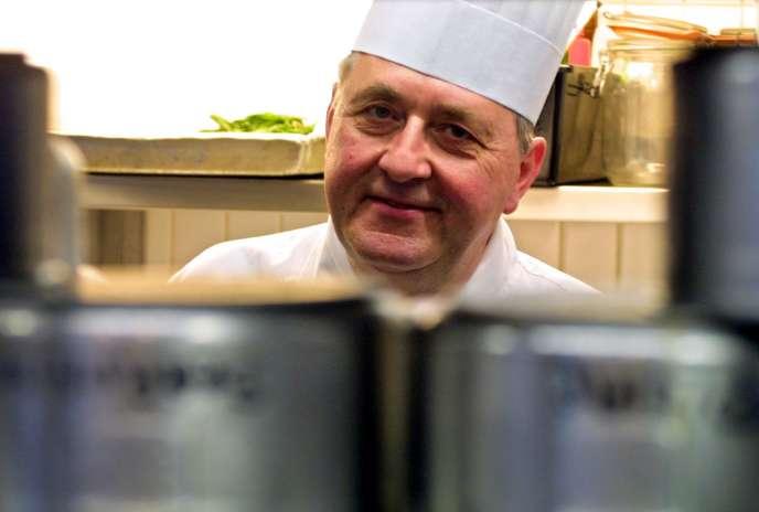 Le chef Emile Jung, dans son restaurant le Crocodile, à Strasbourg, en 2001