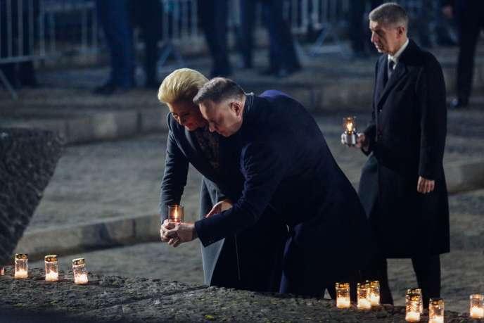 Le président polonais Andrzej Duda et son épouse lorsd'une cérémonie d'hommage pour le75e anniversairede la libération d'Auschwitz, le 27 janvier.
