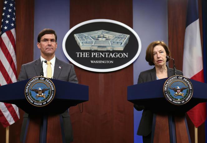La ministre française des armées Florence Parly (à droite) et le secrétaire à la défense des Etats-Unis Mark Esper au Pentagone, à Arlington, le 27 janvier 2020.
