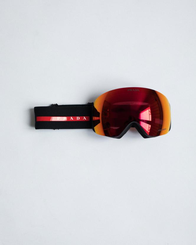 Masque de ski Prada Linea Rossa for Oakley, Prada, 370 €.