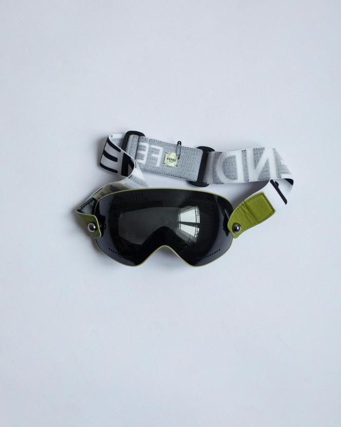 Masque de ski à bride jacquard FF, Fendi, 500 €.