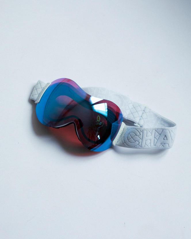 Masque de ski en acétate, collection Coco Neige, Chanel, 750 €.