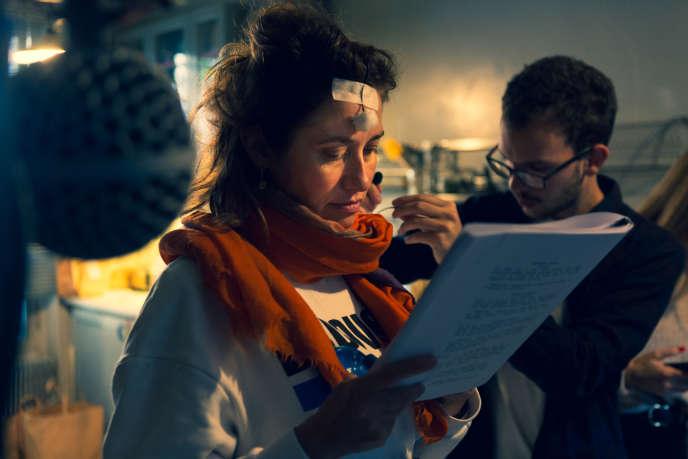 L'actrice Emmanuelle Devos sur le tournage du «Nuage», la fiction sonore de Nouvelles Ecoutes diffusée sur Spotify.