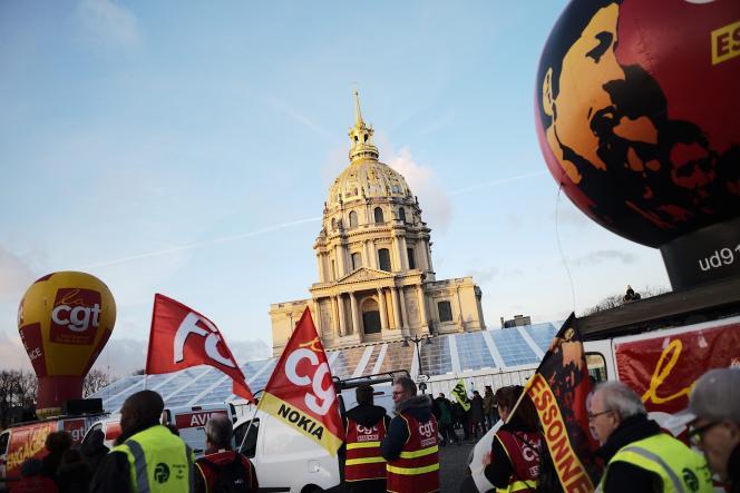 La manifestation parisienne aux abords des Invalides, à Paris, le 29 janvier.