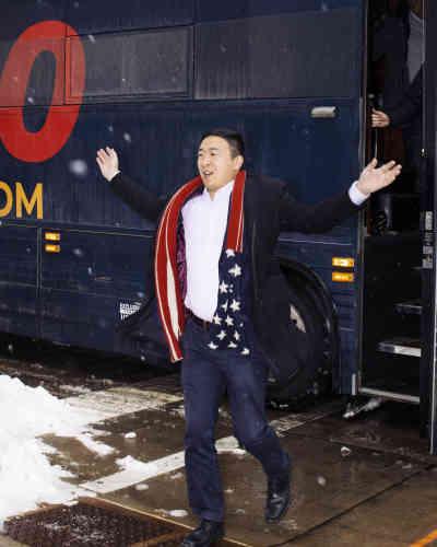 Le candidat démocrate Andrew Yang arrive à Dubuque, le 23 janvier.