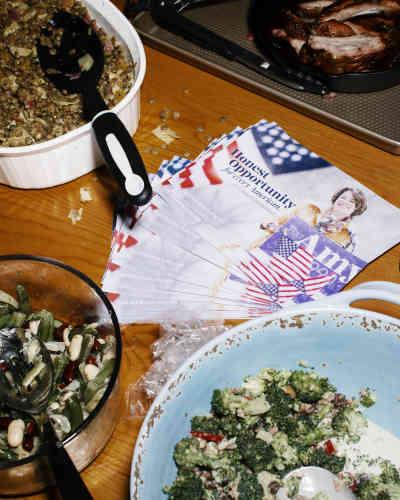 Des tracts de soutien à la candidate démocrate Amy Klobuchar à Des Moines, le 23 janvier.