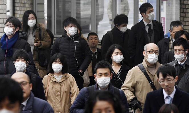 Des habitants de la ville de Nara, dans l'ouest du Japon, le 29 janvier.