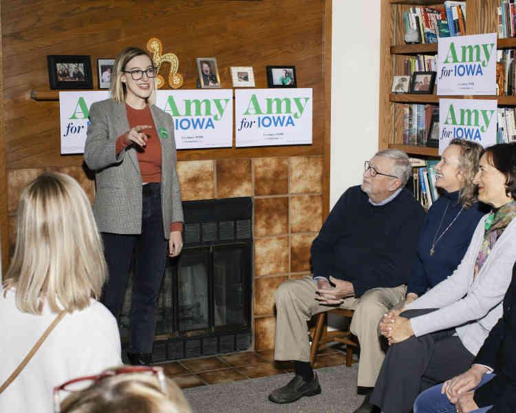 Abigail Bessler, la fille de la candidate Amy Klobuchar, en meeting à Des Moines, le 23 janvier.
