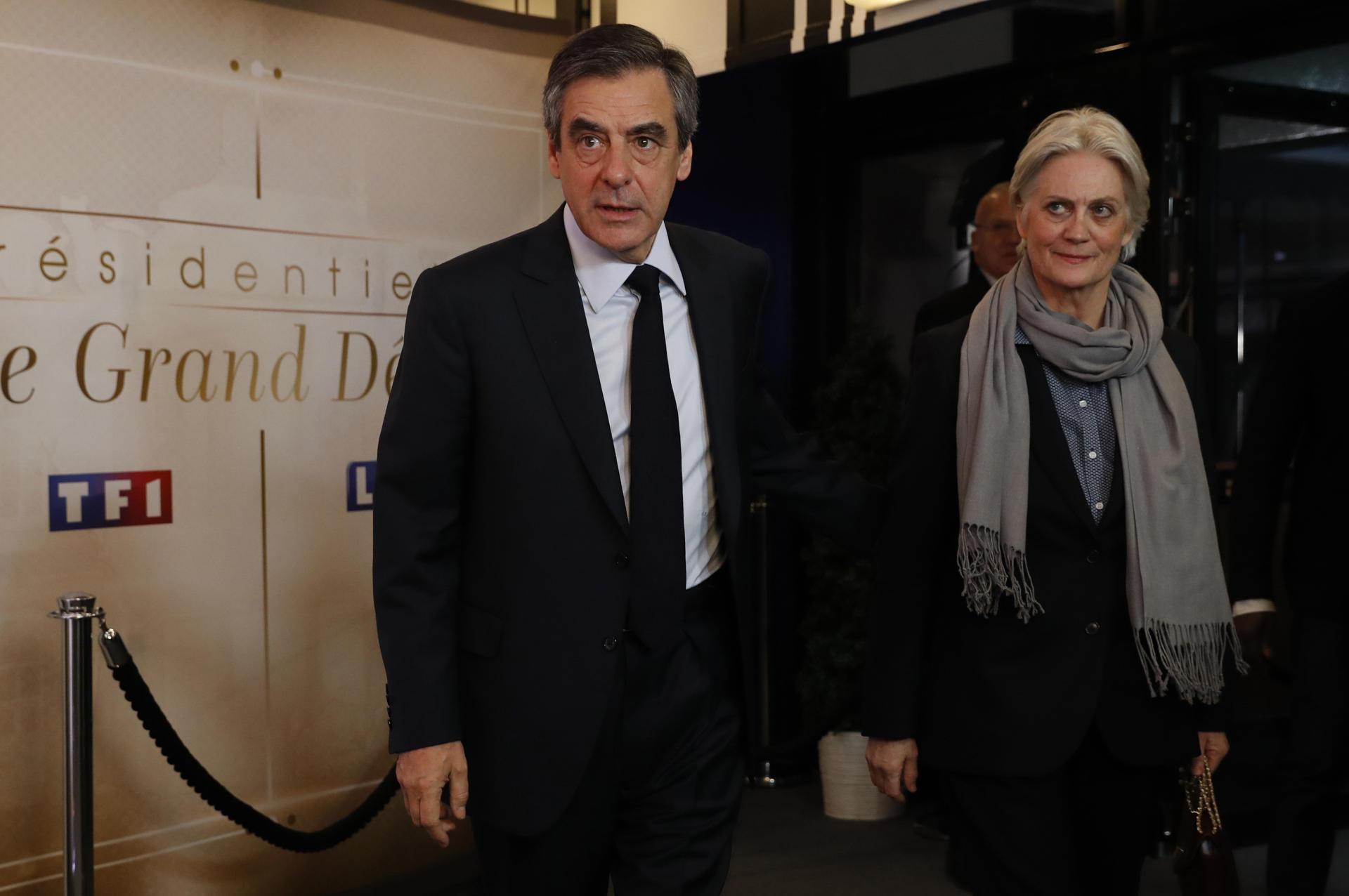 François et Penelope Fillon dans les studios de TF1, à Aubervilliers (Seine-Saint-Denis), le 20 mars 2017.