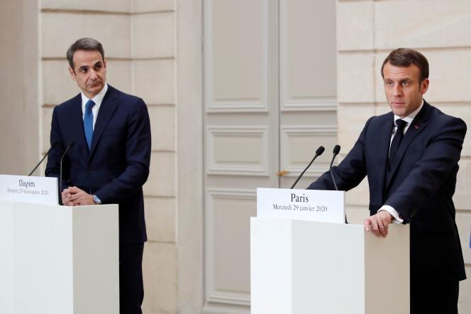 Emmanuel Macron et le premier ministre grec, Kyriakos Mitsotakis, au palais de l'Elysée à Paris,le 29 janvier.