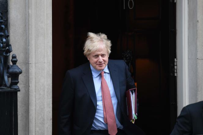 Le premier ministre britannique, Boris Johnson, quitte le 10 Downing Street, à Londres, le 29 janvier.