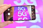 Une publicité pour le déploiement du réseau 5G, à Londres, mardi 28 janvier.