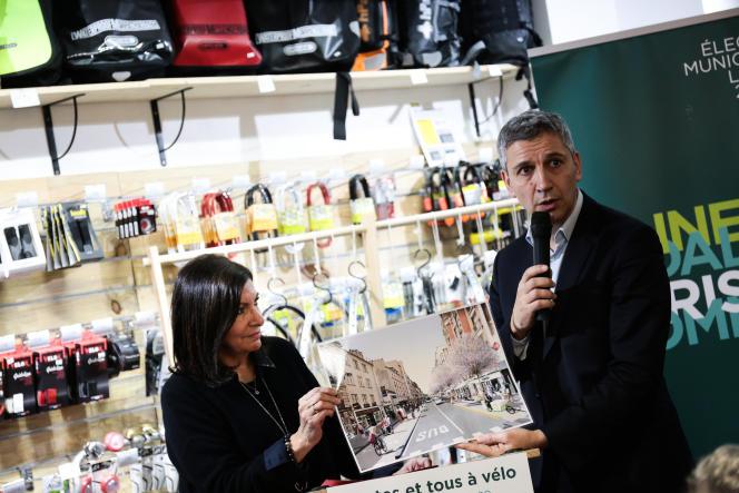 Anne Hidalgo, maire de Paris et candidate à un second mandant, et Christophe Najdovski, adjoint aux transports, à Paris, le 28 janvier.