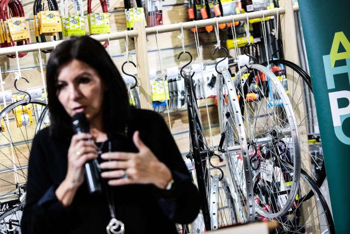 Anne Hidalgo, en campagne, présente son projet