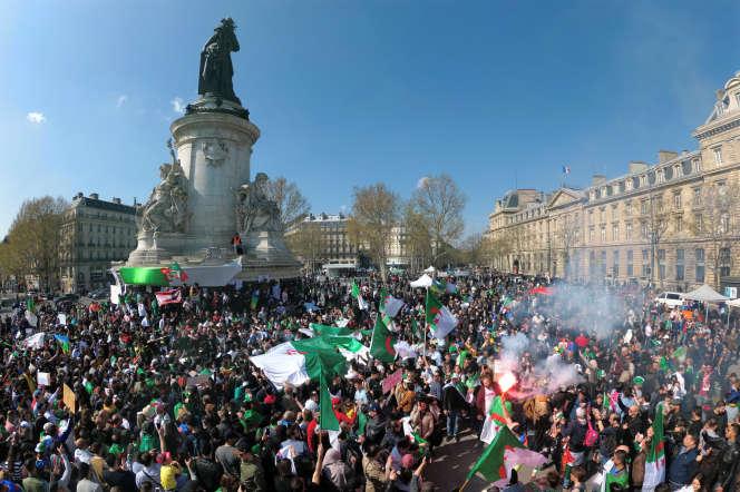 Manifestation de soutien au Hirak, le 31 mars 2019, place de la République à Paris.