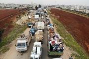 Des civils fuient l'avancée des troupes de Damas au nord d'Idlib, en direction de la frontière turque, le 28 janvier.