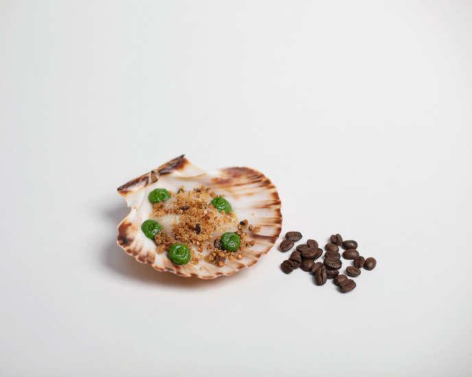 Les noix de saint-jacques au crumble de café selon la recette d'Anne Caron.