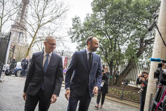 Edouard Philippe se rendant à la première réunion de la conférence de financement des retraites au CESE, à Paris, le 30 janvier.