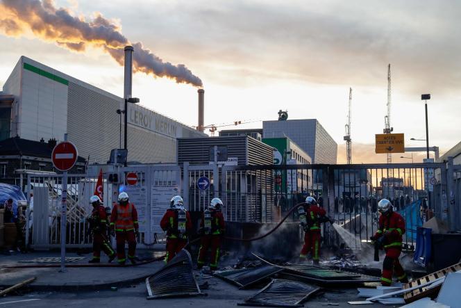 Aux abords de l'incinérateur de déchets ménagers d'Ivry-sur-Seine (Val-de-Marne), le 15 janvier.