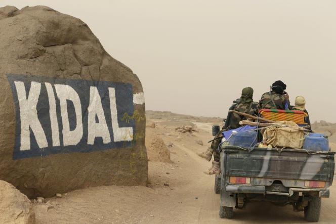 Une patrouille de l'armée malienne arrive à Kidal, en juillet 2013.