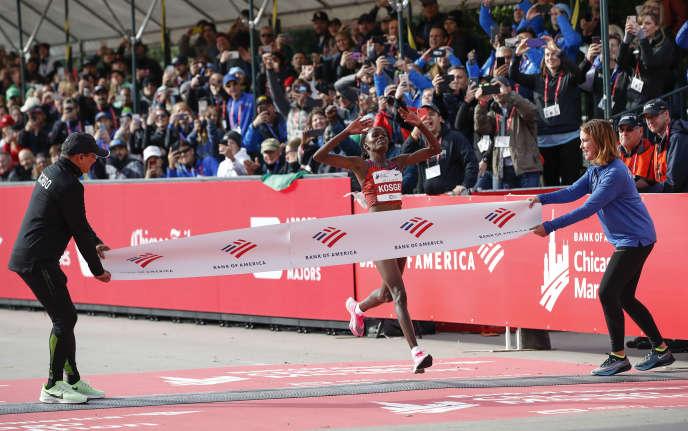 Le 13 octobre 2019, la Kényane Brigid Kosgei, aux pieds les Vaporfly de Nike, battait le record du monde féminin du Marathon à Chicago.